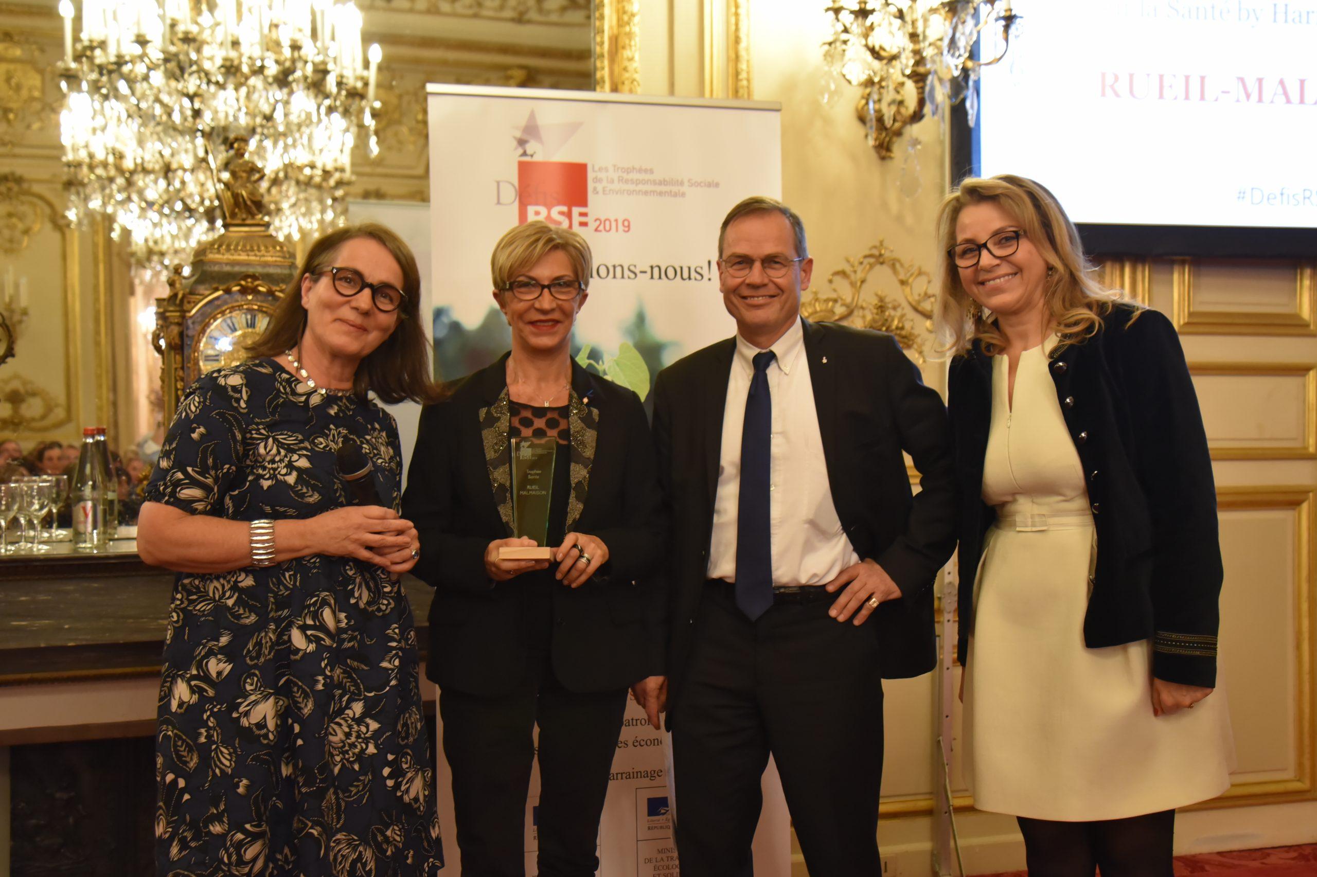 Trophée Défis RSE 2019 Santé : Remettant : Marie-Pierre Le Breton, Harmonie Mutuelle                                                                           Lauréat : RUEIL-MALMAISON, Andrée Genovesi et Philippe Langlois d'Estaintot