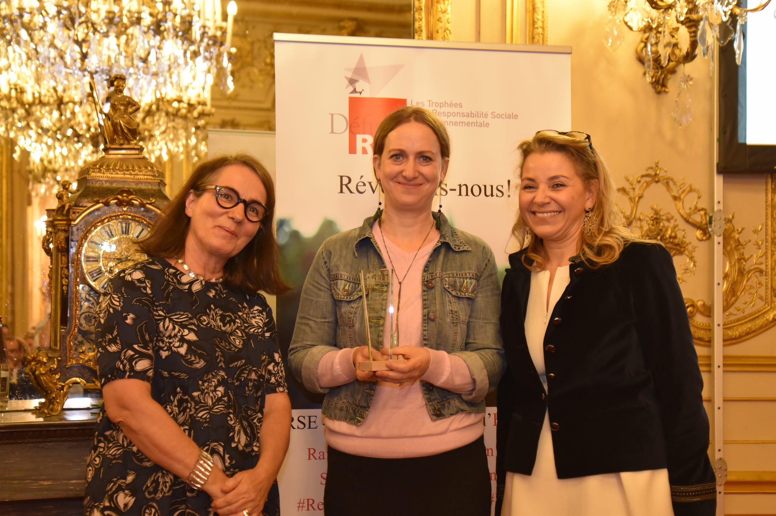 Trophée Défis RSE 2019 Economie Sociale et Solidaire (ESS) : Remettant : Marie-Pierre Le Breton, Harmonie Mutuelle – Lauréat : FARINEZ'VOUS, Domitille Flichy
